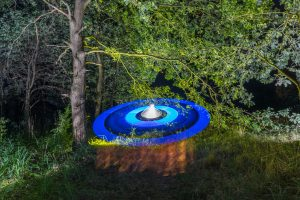 Light Art Ufo im Wald